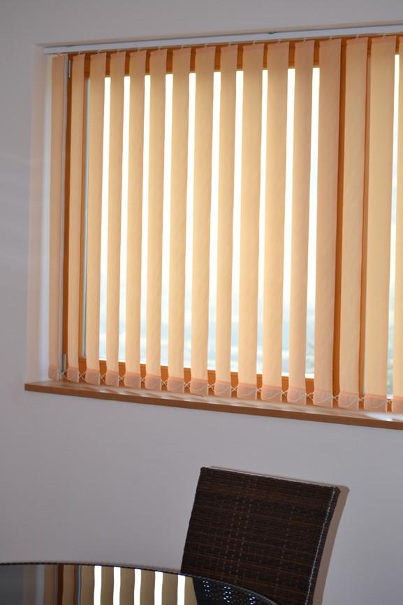 vertikal jalousien lamellen perfect hunter douglas. Black Bedroom Furniture Sets. Home Design Ideas